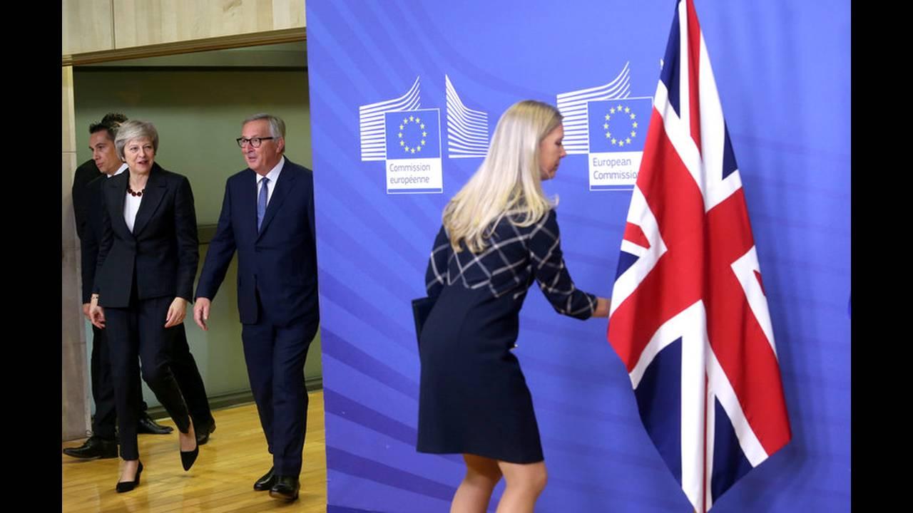 https://cdn.cnngreece.gr/media/news/2019/02/01/164148/photos/snapshot/2018-11-21T201515Z_11523166_RC1B74DC47D0_RTRMADP_3_BRITAIN-EU.jpg