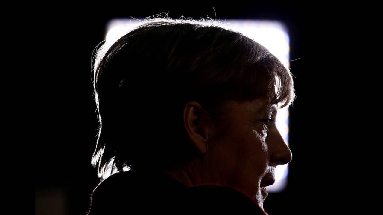 https://cdn.cnngreece.gr/media/news/2019/02/01/164166/photos/snapshot/2018-10-29T092953Z_599641605_RC1FFD8EF590_RTRMADP_3_GERMANY-POLITICS-MERKEL.jpg
