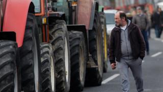 Αγρότες απέκλεισαν επ' αόριστον την εθνική οδό Θεσσαλονίκης - Σερρών