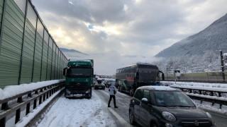 Ιταλία: Χιονοστιβάδα έπεσε σε αυτοκινητόδρομο - Ουρές χιλιομέτρων λόγω των σφοδρών χιονοπτώσεων