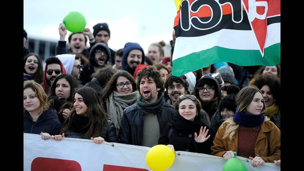 https://cdn.cnngreece.gr/media/news/2019/02/03/164327/photos/snapshot/2019-01-26T135725Z_746759102_RC1349099B00_RTRMADP_3_EUROPE-MIGRANTS-ITALY.JPG