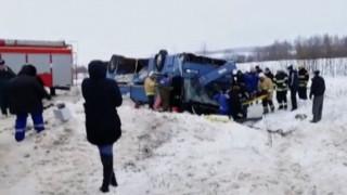 Ρωσία: Τουλάχιστον επτά νεκροί και 32 τραυματίες σε ανατροπή λεωφορείου γεμάτο παιδιά