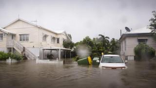 Πλημμύρες στην Αυστραλία: Σε κίνδυνο 20.000 σπίτια – Κροκόδειλοι κολυμπούν στους δρόμους