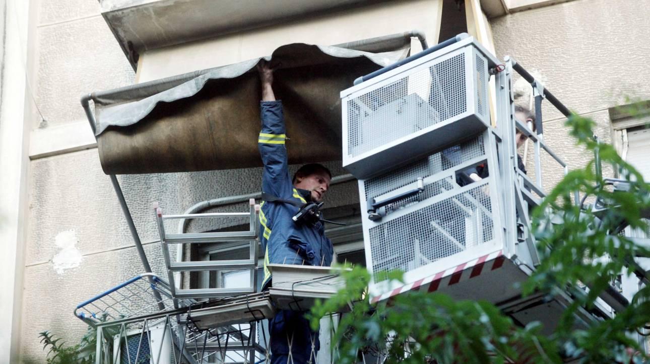 Θεσσαλονίκη: Απεγκλωβισμός άνδρα από φλεγόμενο διαμέρισμα στην Καλαμαριά