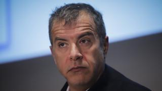 Θεοδωράκης: Διπλή η ανηθικότητα των έξι - Δεν εκπροσωπούν τους πολίτες που τους ψήφισαν
