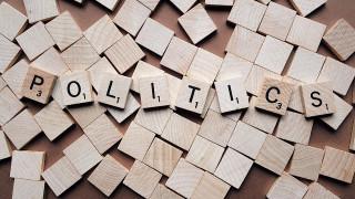 Πολιτικά Κόμματα: από τον παραδειγματικό στον συνταγματικό άξονα