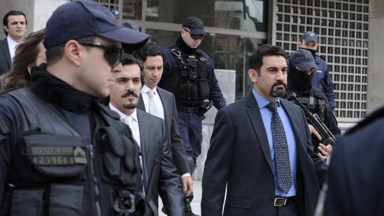 Πολιτική «καταιγίδα» μετά την επικήρυξη των Τούρκων στρατιωτικών από την Άγκυρα