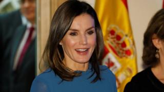 Το λεπτό μπλουζάκι «πρόδωσε» τη βασίλισσα Λετίθια της Ισπανίας