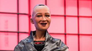 Η Σοφία το ρομπότ απέκτησε.... μικρή αδελφή