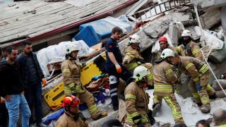 Η στιγμή της κατάρρευσης της πολυκατοικίας στην Κωνσταντινούπολη