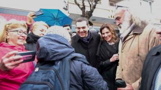 Τσίπρας-Μπαζιάνα στη Χάλκη: Η θερμή υποδοχή των κατοίκων