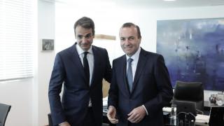 Με τις «ευλογίες» του ΕΛΚ η εκλογική μάχη του Μητσοτάκη