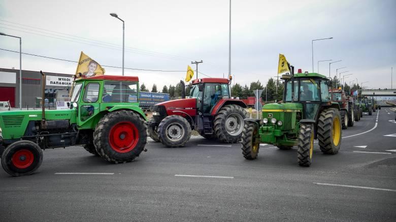 Μπλόκα αγροτών: Κλείνουν τις σήραγγες των Τεμπών - Τρακτέρ από Σέρρες μέχρι και Πάτρα