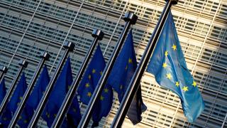 Οι Βρυξέλλες αναθεωρούν προς τα κάτω τις προβλέψεις για την ανάπτυξη στην ευρωζώνη