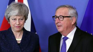 Brexit: Νέο «όχι» του Γιούνκερ στη Μέι