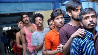 Ινδονησία: Δεκάδες Μπαγκλαντεσιανοί βρέθηκαν να λιμοκτονούν κλεισμένοι σε καταστήματα