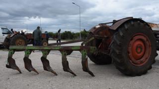 Μπλόκα: Αγρότες έκλεισαν το ρεύμα προς Αθήνα στο Αίγιο - Αμετακίνητοι στην Κεντρική Μακεδονία