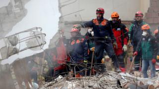 Κωνσταντινούπολη: Τουλάχιστον 10 οι νεκροί από την κατάρρευση της πολυκατοικίας