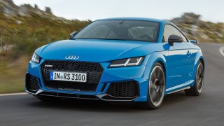 To ανανεωμένο Audi TT RS έχει και πάλι 400 ίππους αλλά είναι πιο δυναμικό