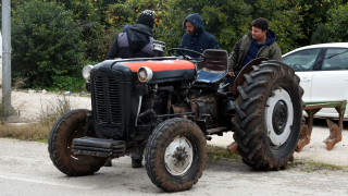 Αμετακίνητοι οι αγρότες στα μπλόκα – Κλείνουν και οι σήραγγες των Τεμπών