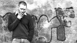 Ο Κωνσταντίνος Βήτα επιστρέφει με νέα τραγούδια και μια περιοδεία που ξεκινάει από το Λονδίνο