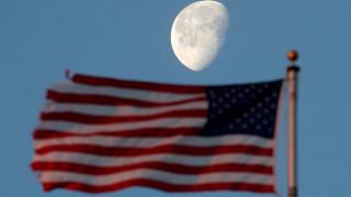 NASA: Σχεδιάζει να στείλει ξανά αστροναύτες στη Σελήνη αλλά για να... μείνουν