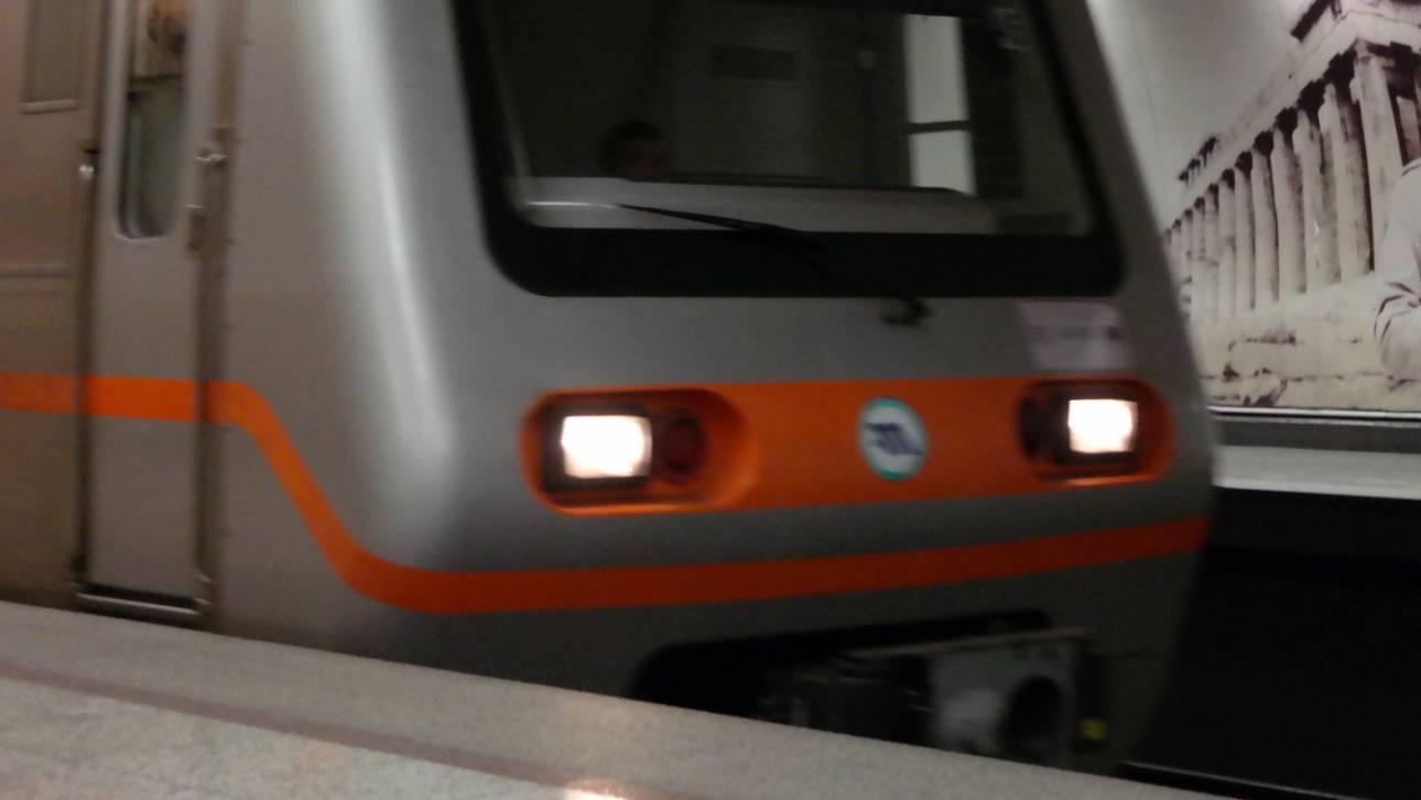Τραγωδία στην Ομόνοια: Άνδρας έπεσε στις γραμμές του μετρό