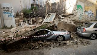 Κατέρρευσε σπίτι στο Γκάζι - Δύο αυτοκίνητα καταπλακώθηκαν
