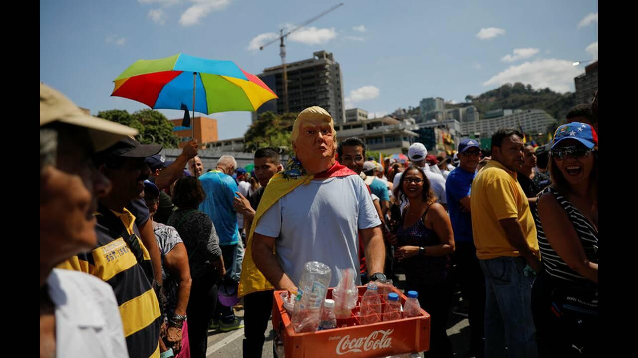https://cdn.cnngreece.gr/media/news/2019/02/10/165165/photos/snapshot/2019-02-02T175847Z_27070340_RC185B20E300_RTRMADP_3_VENEZUELA-POLITICS.jpg