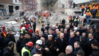 Αυξήθηκαν οι νεκροί από την κατάρρευση πολυκατοικίας στην Κωνσταντινούπολη
