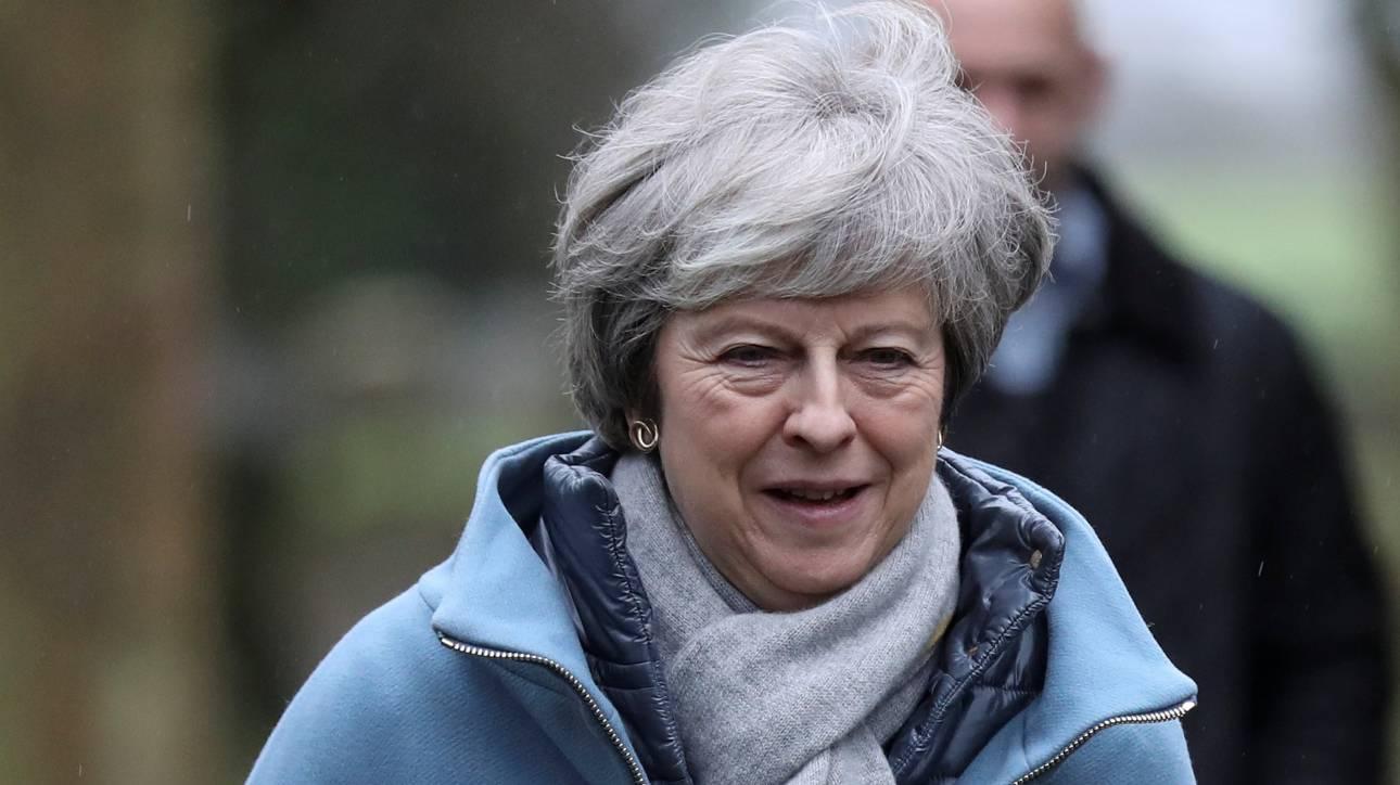 Brexit: Νέα συμφωνία με την ΕΕ επιδιώκει η Μέι