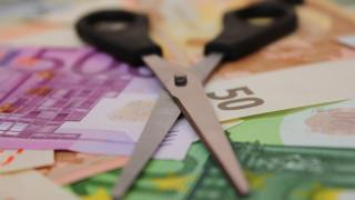 Εφιαλτικό σενάριο της Ηandelsblatt για «κούρεμα» καταθέσεων στις ελληνικές τράπεζες