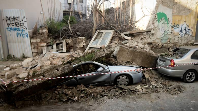 Καρέ-καρέ η κατάρρευση του κτηρίου στο Γκάζι