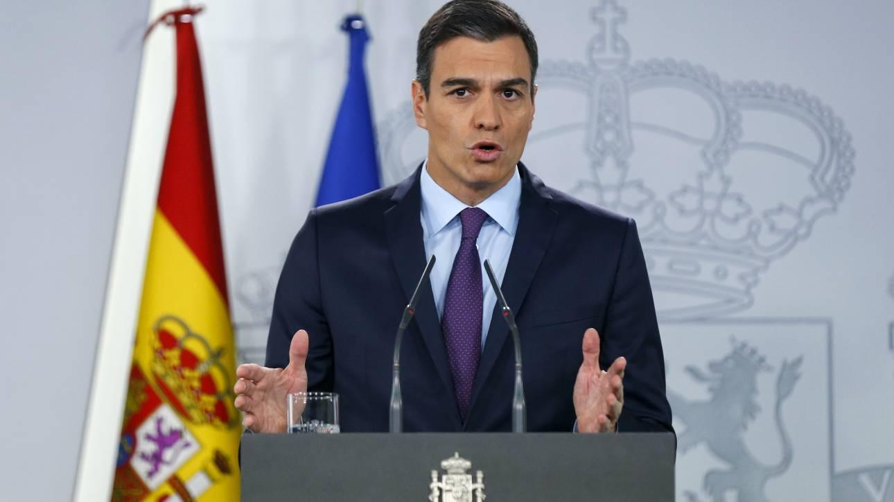 Ισπανία: Αποφάσισε αυξήσεις 22% και σκέφτεται εκλογές ο Σάντσεθ