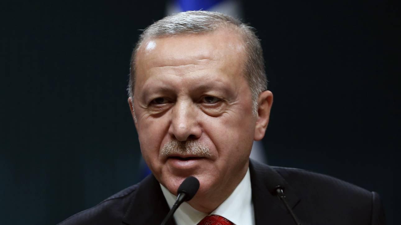 Τούρκος ηλικιωμένος καταδικάστηκε να διαβάσει 24 βιβλία για τον... Ερντογάν!