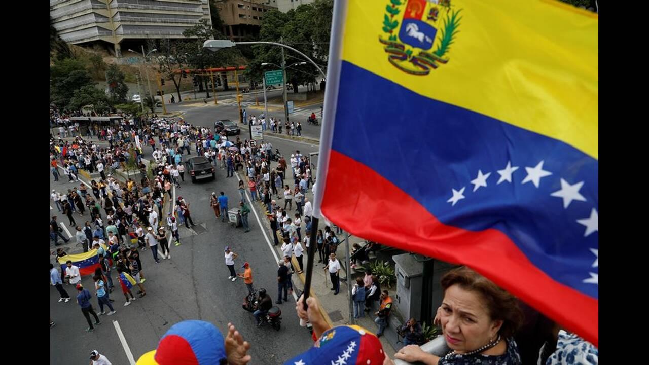 https://cdn.cnngreece.gr/media/news/2019/02/11/165355/photos/snapshot/2019-01-30T172729Z_844632348_RC1B76297510_RTRMADP_3_VENEZUELA-POLITICS.JPG