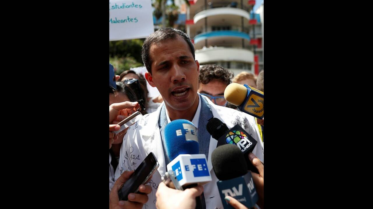 https://cdn.cnngreece.gr/media/news/2019/02/11/165355/photos/snapshot/2019-01-30T180318Z_1631105322_RC14B149F220_RTRMADP_3_VENEZUELA-POLITICS.JPG