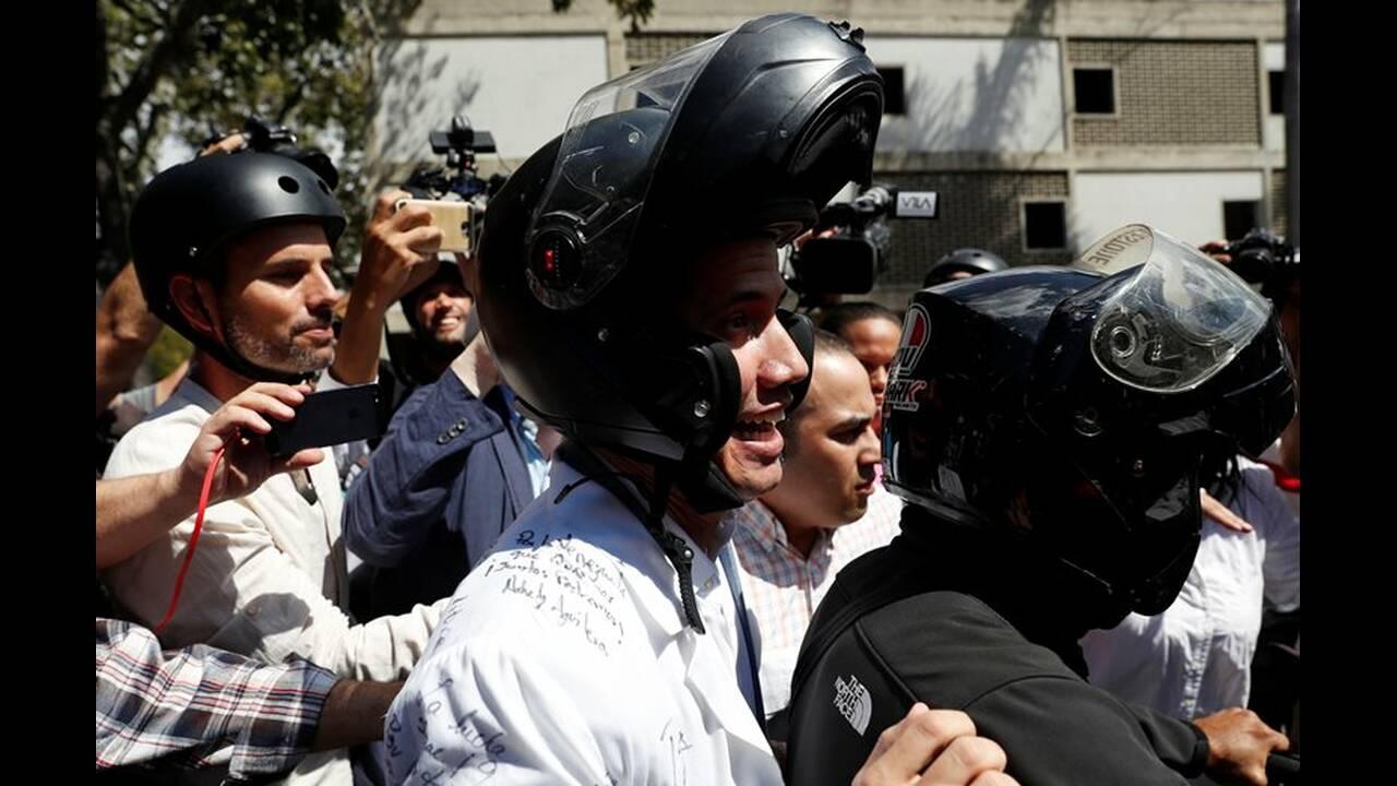 https://cdn.cnngreece.gr/media/news/2019/02/11/165355/photos/snapshot/2019-01-30T182426Z_1039944030_RC1762FDFE70_RTRMADP_3_VENEZUELA-POLITICS.JPG