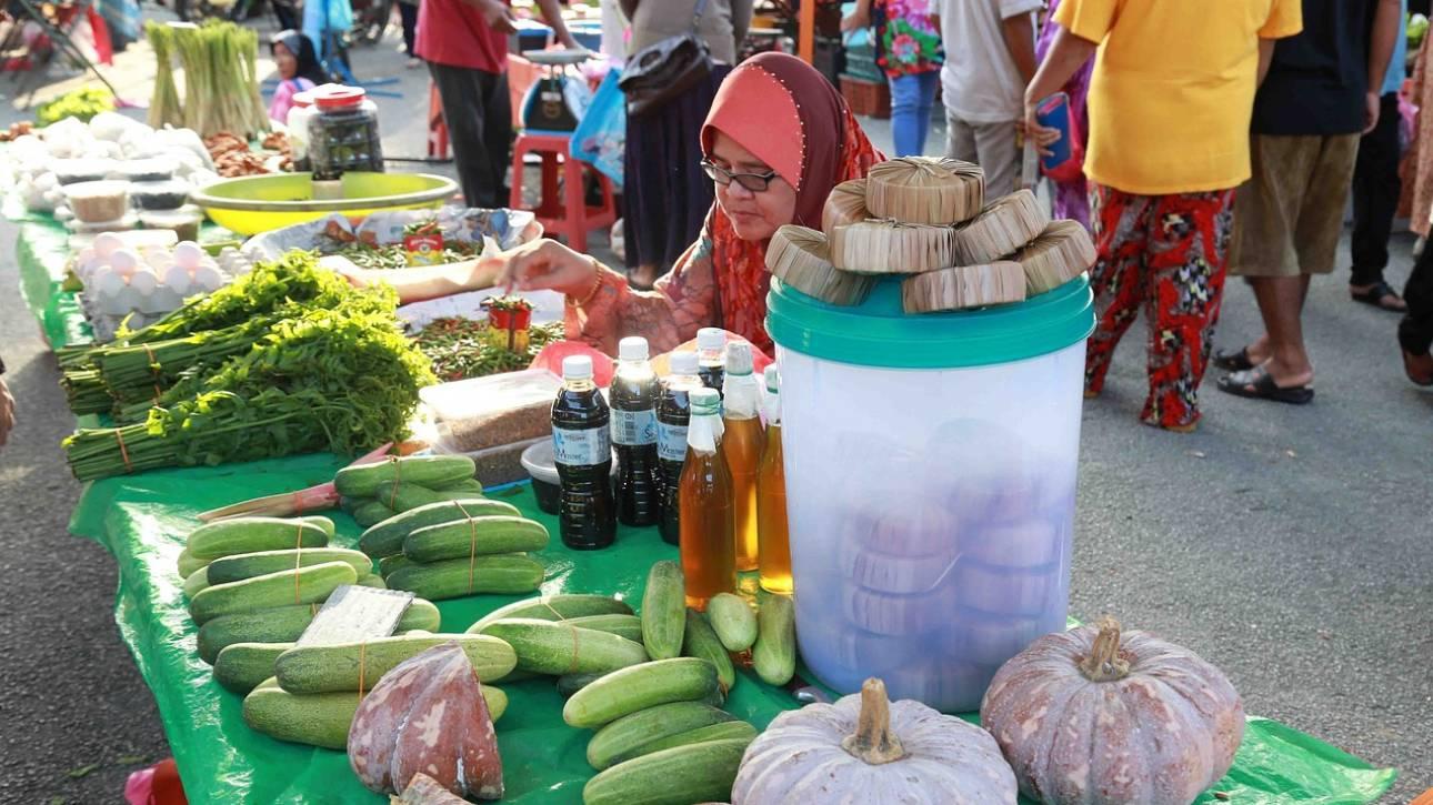 Τουρκία: Ο Ερντογάν ξανάνοιξε τις λαϊκές αγορές – «Πόλεμος» για μια ντομάτα