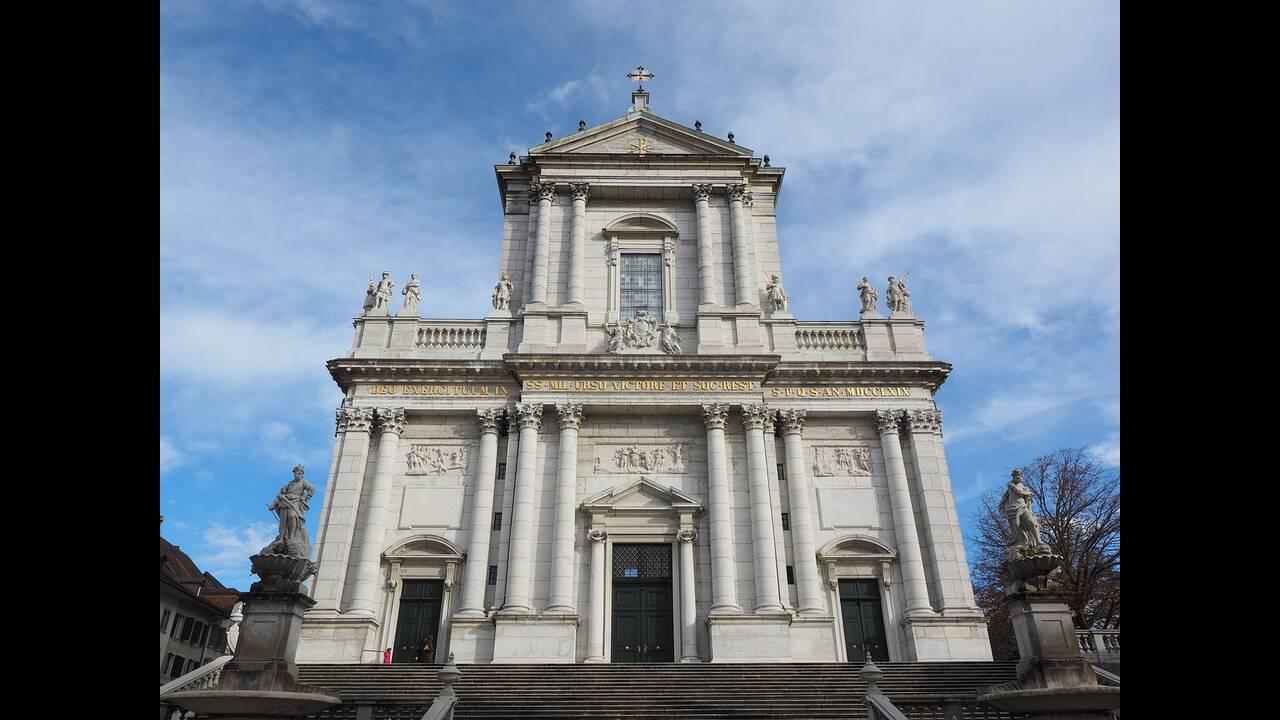 https://cdn.cnngreece.gr/media/news/2019/02/12/165438/photos/snapshot/st-ursus-cathedral-780022_1280.jpg