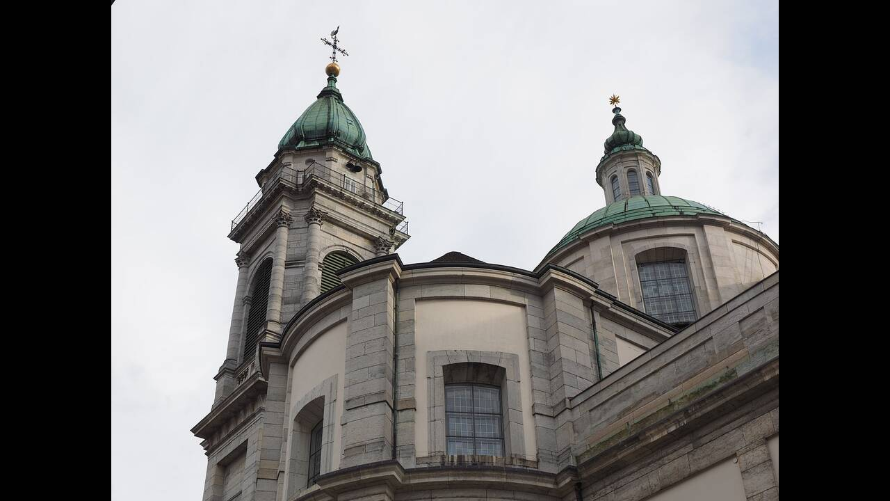 https://cdn.cnngreece.gr/media/news/2019/02/12/165438/photos/snapshot/st-ursus-cathedral-780037_1280.jpg