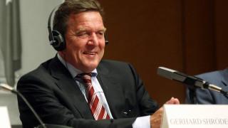 SPD: «Ξηλώνουν» τον Γκέρχαρντ Σρέντερ για να ανεβάσουν τα ποσοστά