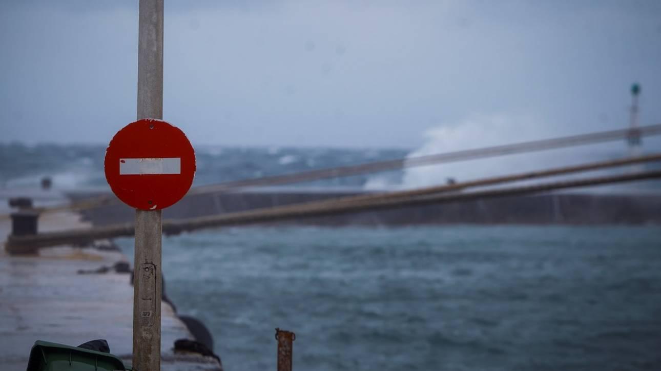 Κακοκαιρία: Δεμένα τα πλοία στα λιμάνια λόγω ισχυρών ανέμων