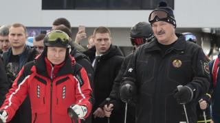 Η διπλωματία του… σκι: Πούτιν και Λουκασένκο άφησαν τις διαφορές τους και έβαλαν τα πέδιλα