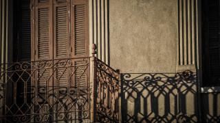 Φρικτός θάνατος ηλικιωμένης στην Καλλιθέα: Αιωρείτο νεκρή στο κενό