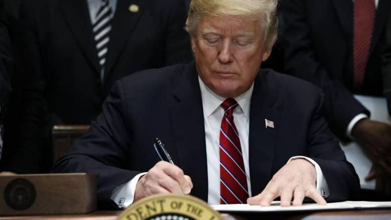 Ο Τραμπ ετοιμάζεται να κηρύξει τις ΗΠΑ σε κατάσταση έκτακτης ανάγκης για το τείχος