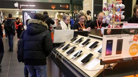 Κινητά τηλέφωνα και λευκές συσκευές αγόρασαν το 2018 οι Έλληνες καταναλωτές