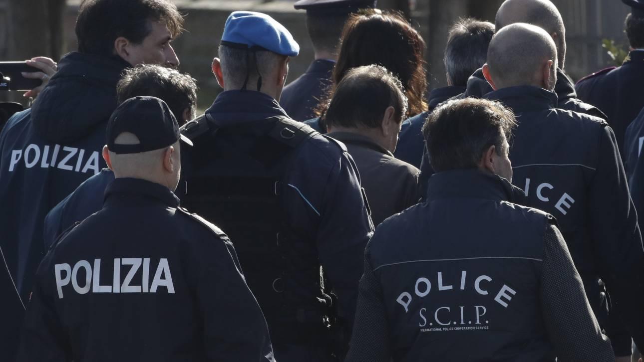 Συνελήφθη ο «Ταρζάν» της Ιταλίας - Σκαρφάλωσαν στο «δεντρόσπιτό» του με σχοινί!