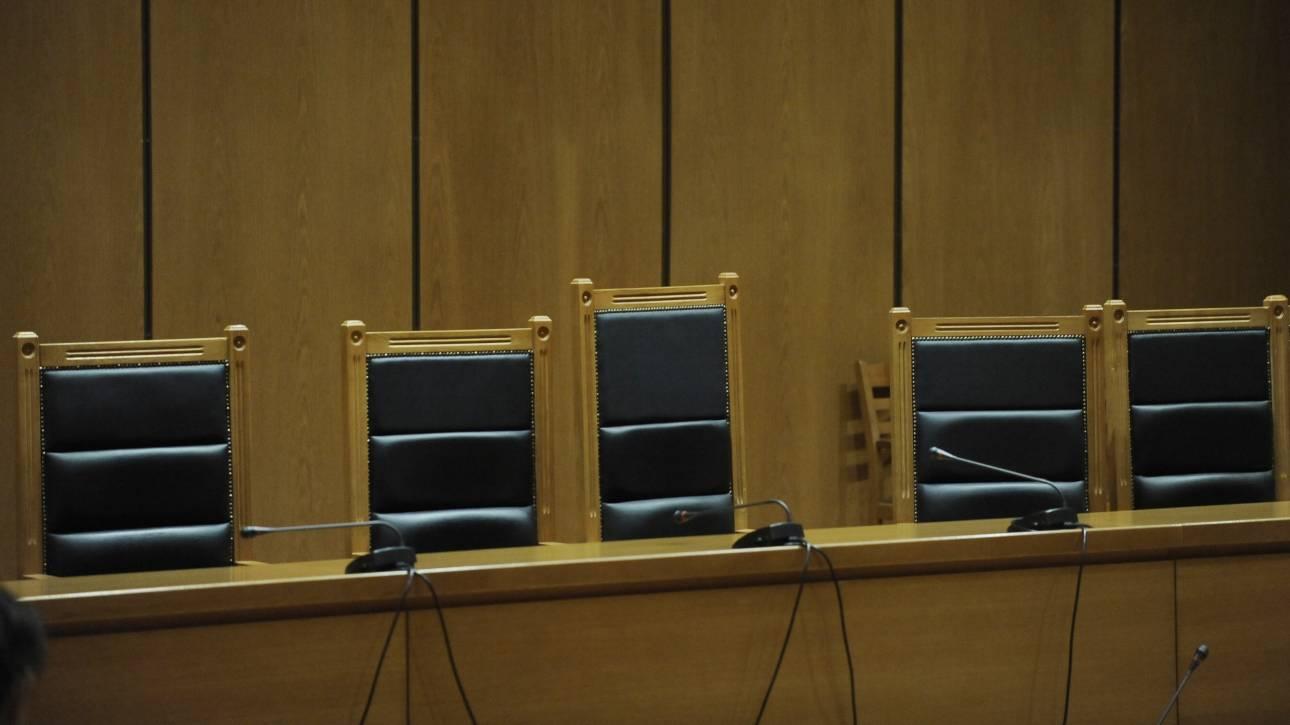 Τρίκαλα: Κακός χαμός στη δίκη για τις 4.600 κλεμμένες λίρες