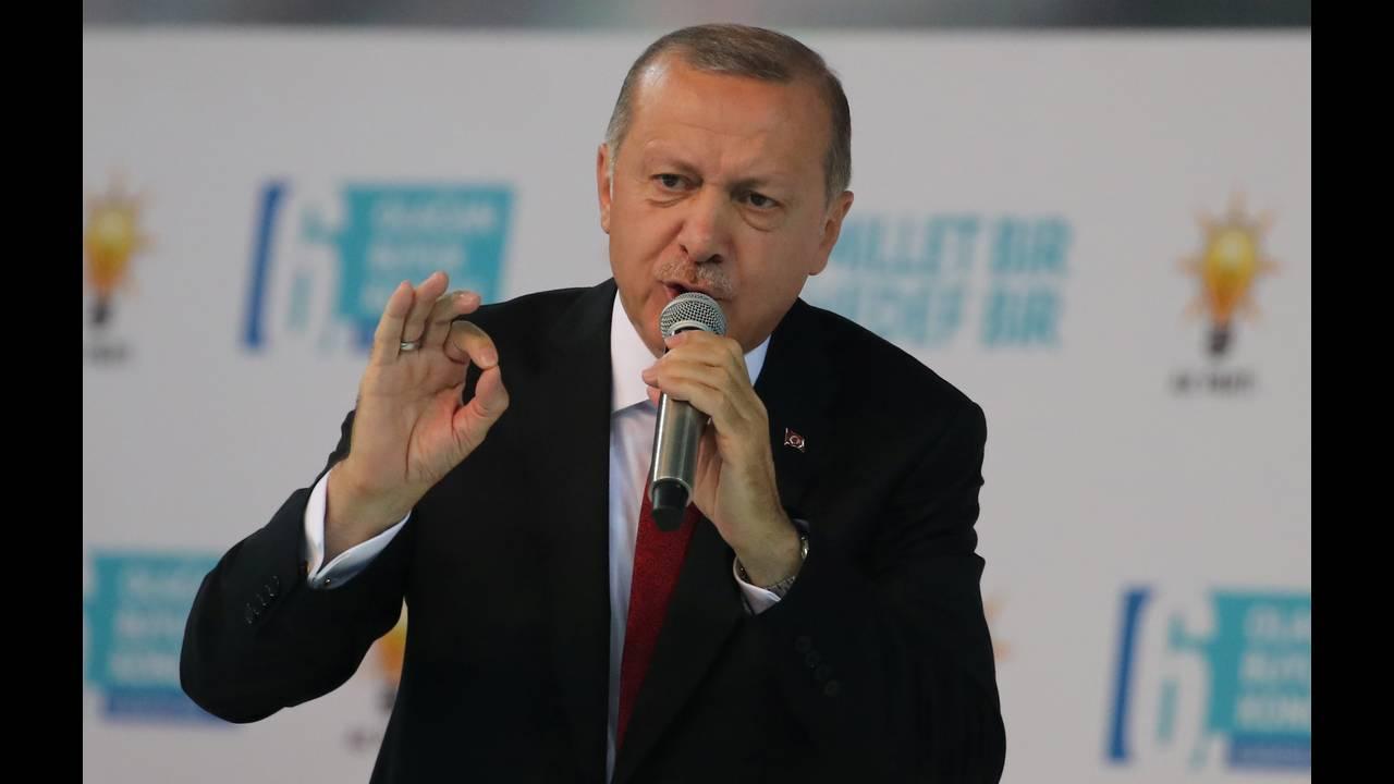 https://cdn.cnngreece.gr/media/news/2019/02/15/165868/photos/snapshot/2018-08-18T113801Z_749868158_RC1AFD900960_RTRMADP_3_TURKEY-POLITICS-ERDOGAN.JPG